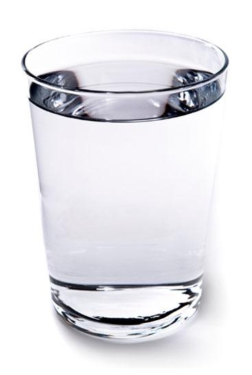 Стакан воды - пейте больше воды