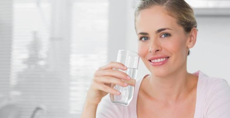 Пить воду утром очень полезно