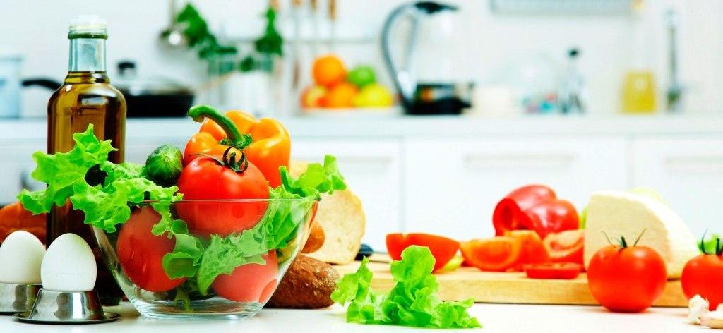 держать аппетит под контролем хорошо помогают зеленые листовые овощи